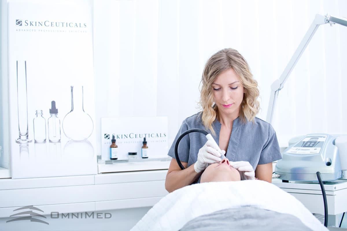 Kosmetische Behandlungen durch Ärzte & Fachpersonal bei OmniMed