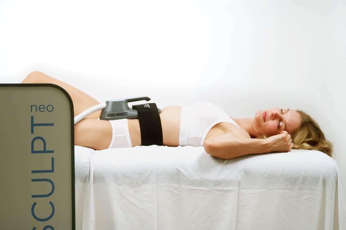 EMSCULPT neo Behandlung am Bauch
